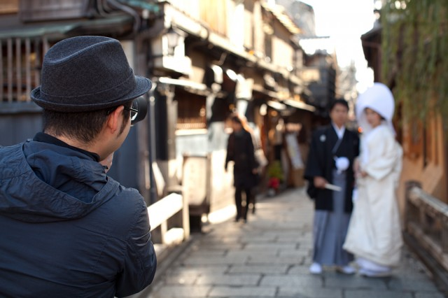 pre-wedding photography session in Gion
