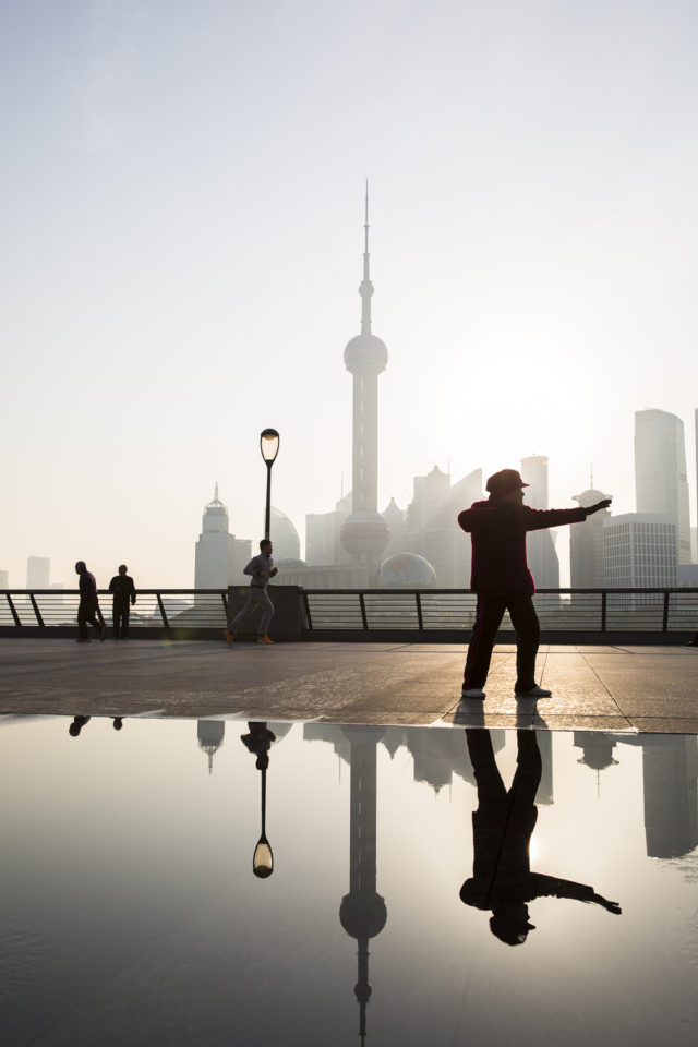 busting moves on the Bund :: 2